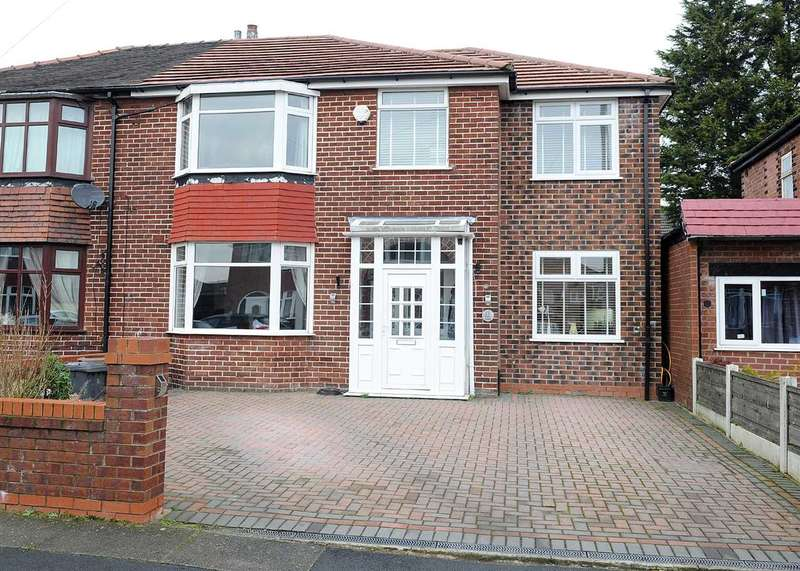 3 Bedrooms Semi Detached House for sale in 19 Carr Road, Irlam M44 6GA