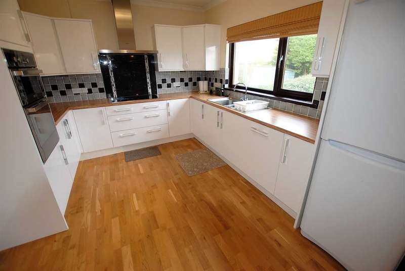 3 Bedrooms Semi Detached House for sale in Highbury House