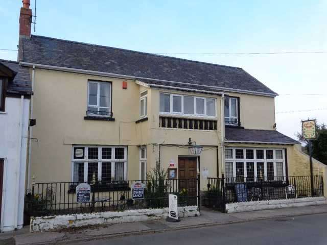 5 Bedrooms Commercial Property for sale in The Dial Inn, Lamphey, Nr Pembroke, Pembroke