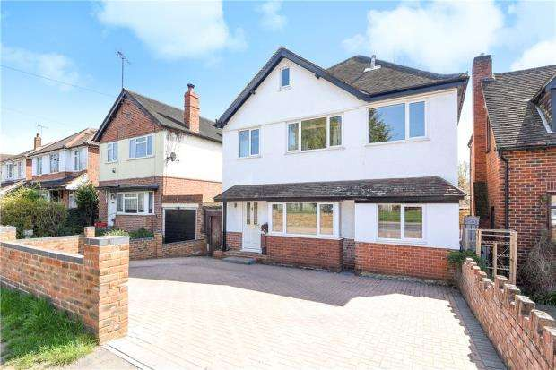 4 Bedrooms Detached House for sale in Loddon Bridge Road, Woodley, Reading