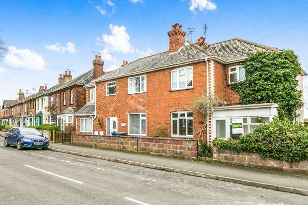 3 Bedrooms Semi Detached House for sale in Farncombe, Godalming, Surrey