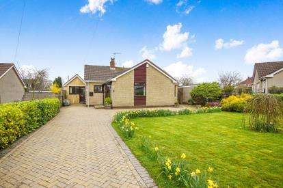 3 Bedrooms Bungalow for sale in Homefield Road, Pucklechurch, Bristol