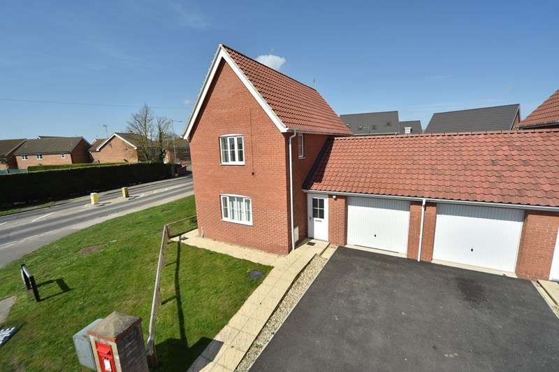 3 Bedrooms Link Detached House for sale in Holmsey Green, Beck Row, Bury St. Edmunds