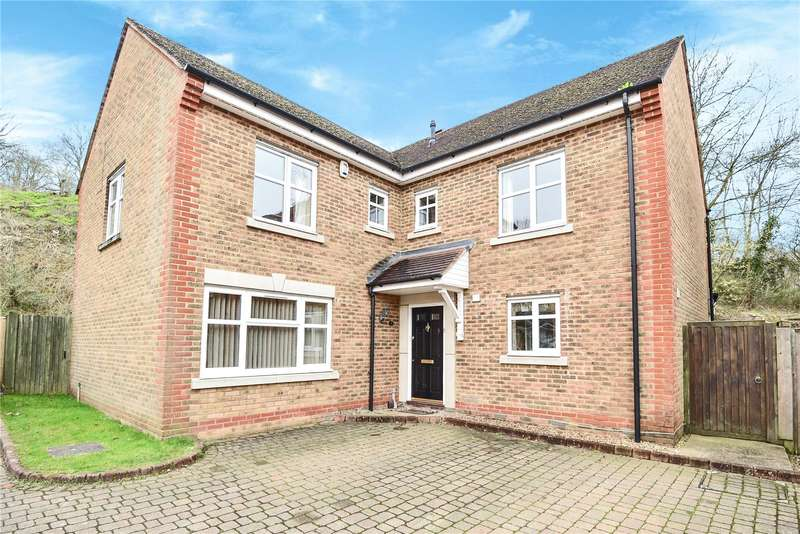 4 Bedrooms Detached House for sale in Heron Place, Harefield, Uxbridge, Middlesex, UB9