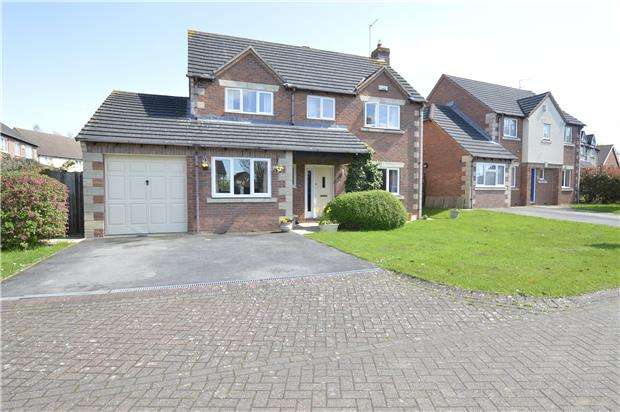 4 Bedrooms Detached House for sale in Rosehip Way, Bishops Cleeve, GL52 8WP