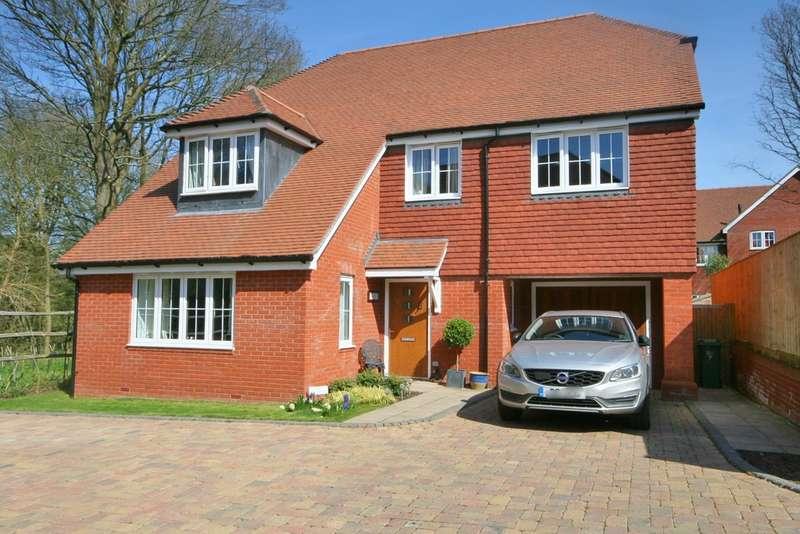 4 Bedrooms Detached House for sale in Billingshurst