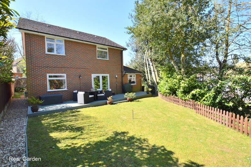 5 Bedrooms Detached House for sale in Furze Hill, Redhill