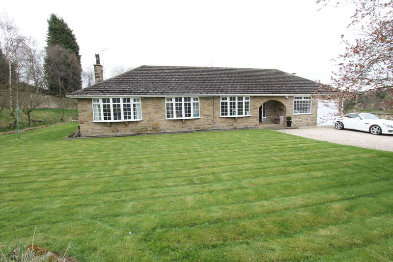 4 Bedrooms Detached Bungalow for sale in Highstone Lodge, Racecommon Lane, Barnsley, S70 6NN