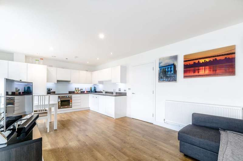 3 Bedrooms Flat for sale in Coalmakers Wharf, Poplar, E14