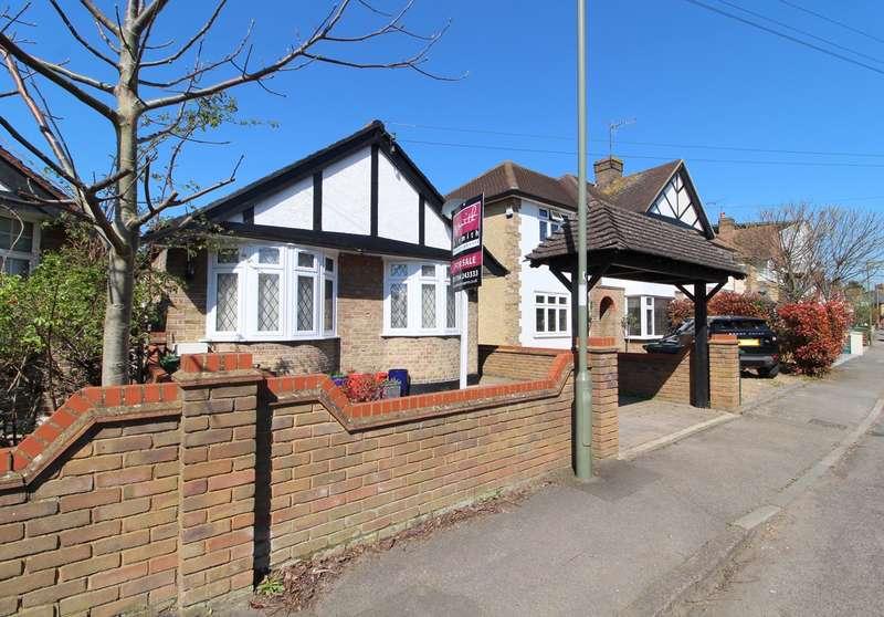 3 Bedrooms Semi Detached Bungalow for sale in Linkscroft Avenue, Ashford, TW15