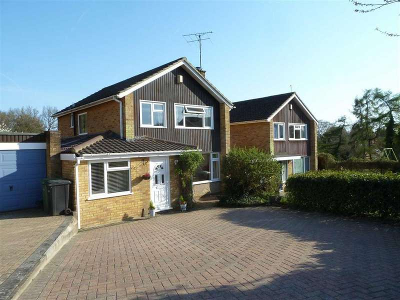 4 Bedrooms Detached House for sale in Churchill Crescent, Sonning Common, Sonning Common Reading