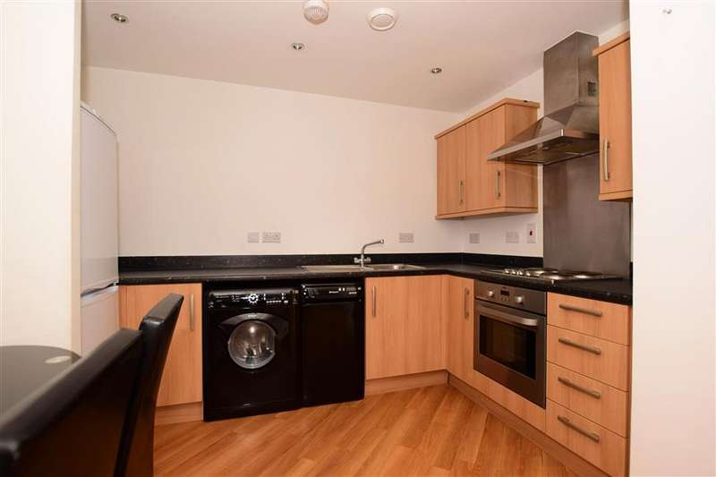 2 Bedrooms Flat for sale in Academy Way, Dagenham, Essex