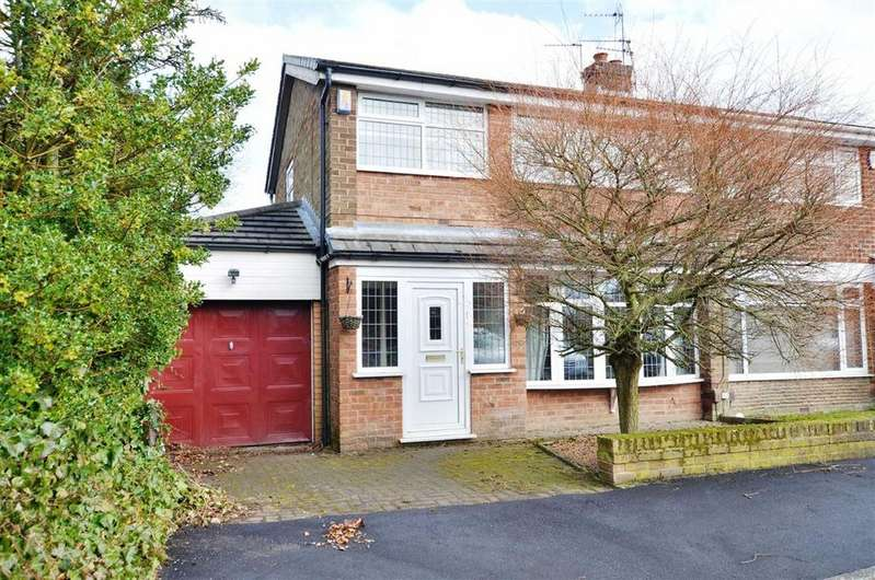 3 Bedrooms Semi Detached House for sale in Wigshaw Close, Leigh