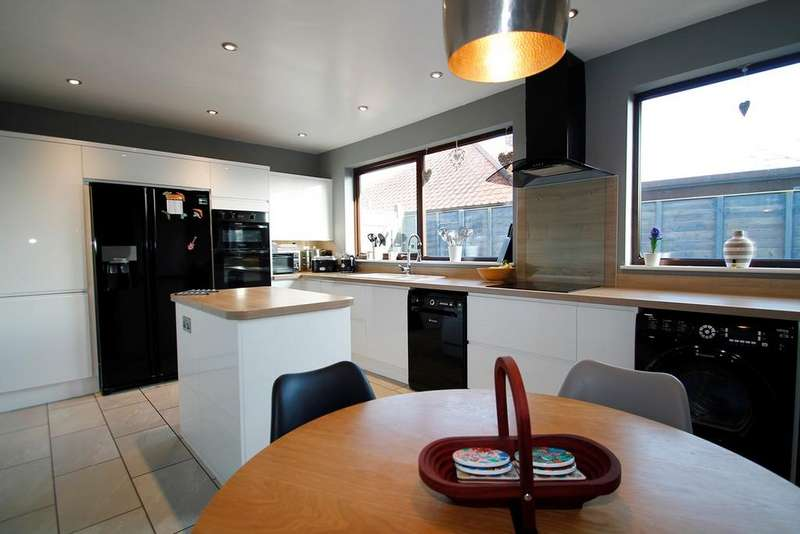 4 Bedrooms Detached Bungalow for sale in Dobbs Lane, Kesgrave, Ipswich, IP5