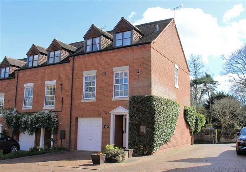 3 Bedrooms Mews House for sale in Castle Lane, Warwick, CV34