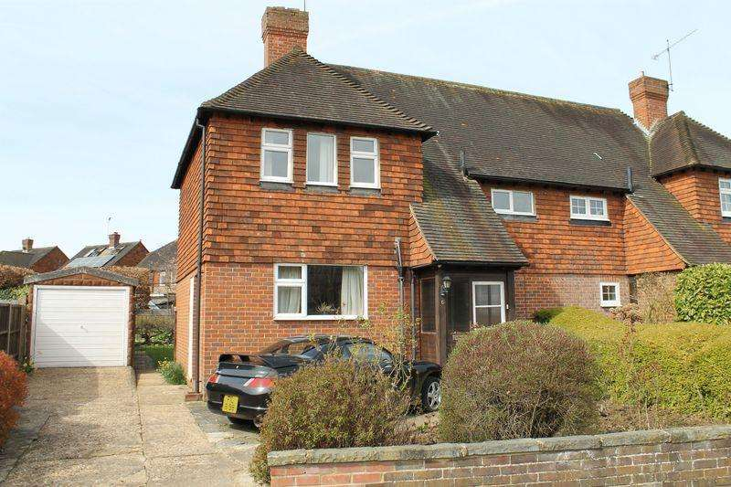 3 Bedrooms Semi Detached House for sale in Burpham, Guildford