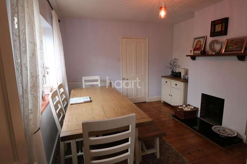 2 Bedrooms Semi Detached House for sale in St James Road, Fleet