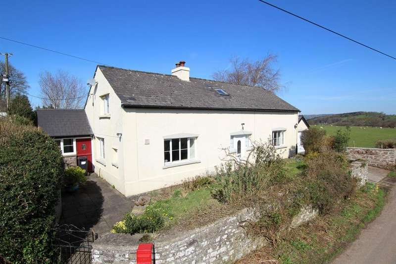 3 Bedrooms Detached House for sale in Cantref, Brecon