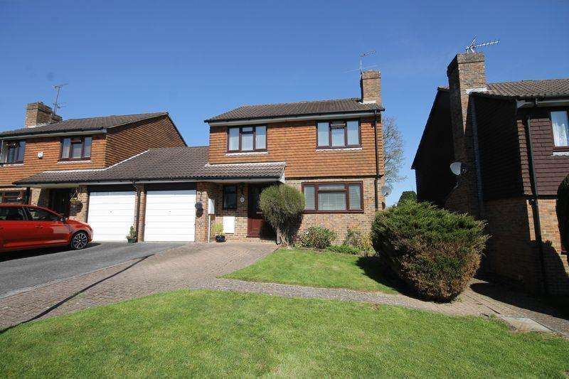 4 Bedrooms Link Detached House for sale in Golden Hill, Burgess Hill, West Sussex
