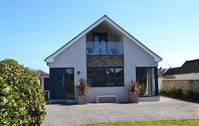 5 Bedrooms Chalet House for sale in Ferring Close, Ferring, West Sussex, BN12 5QT