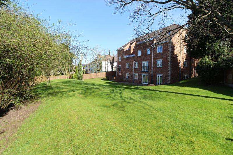 2 Bedrooms Apartment Flat for sale in Telegraph Road, Heswall