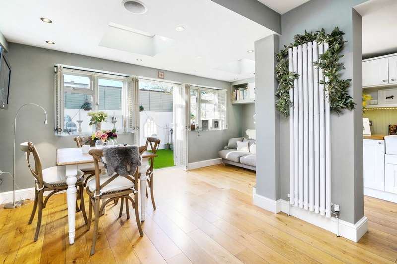 5 Bedrooms Detached House for sale in Pennard Road, Shepherds Bush