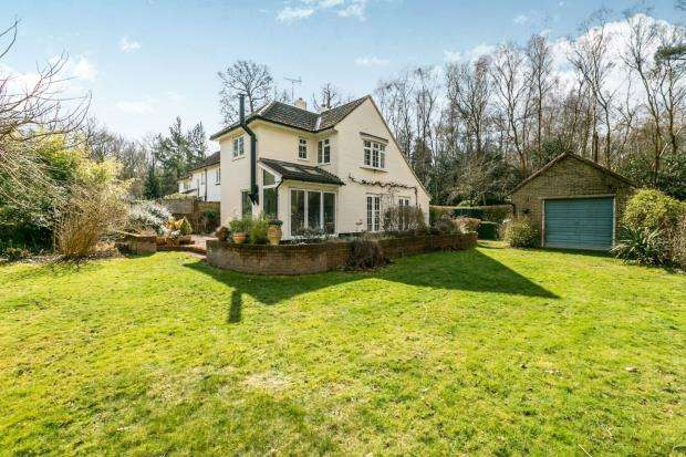 3 Bedrooms Semi Detached House for sale in Normandy, Guildford, Surrey