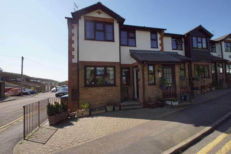 2 Bedrooms Maisonette Flat for sale in Wharf Villas, Wharf Road