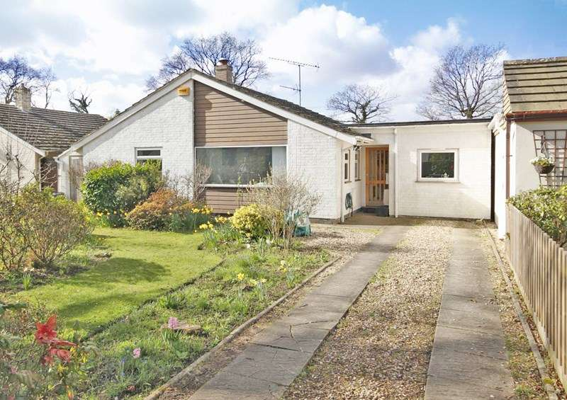 4 Bedrooms Detached Bungalow for sale in Wiltshire Road, Christchurch
