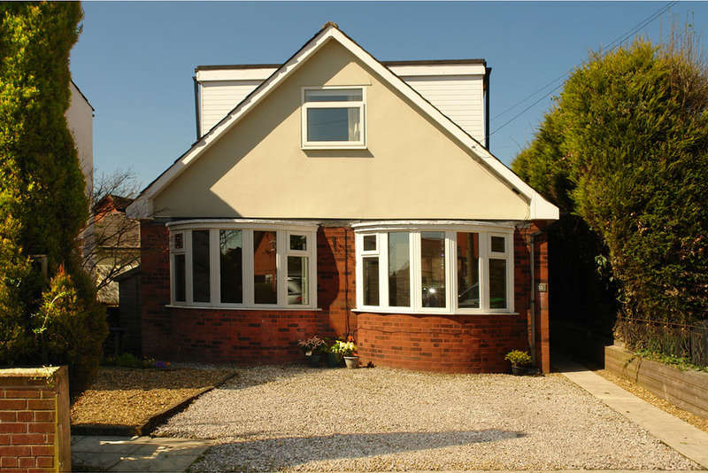 4 Bedrooms Detached Bungalow for sale in Healds Green, Chadderton, Oldham