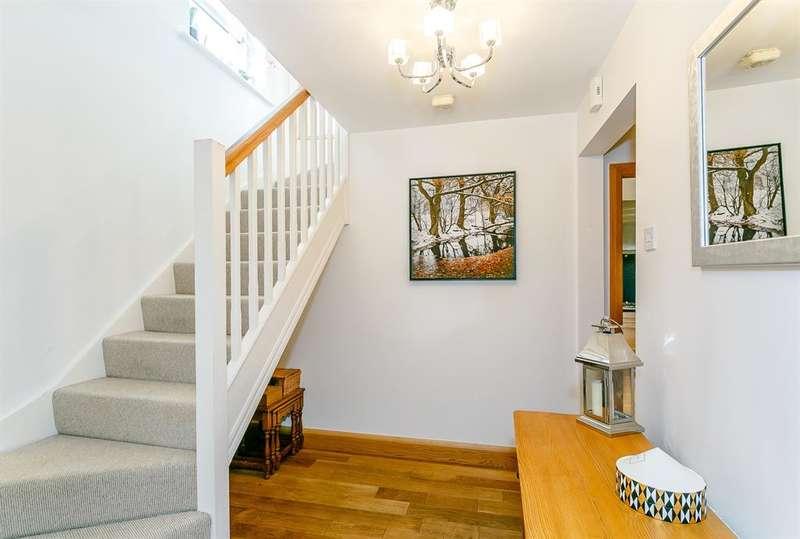 4 Bedrooms Detached House for sale in Maypole Mews, Barwick in Elmet, Leeds, LS15 4PE