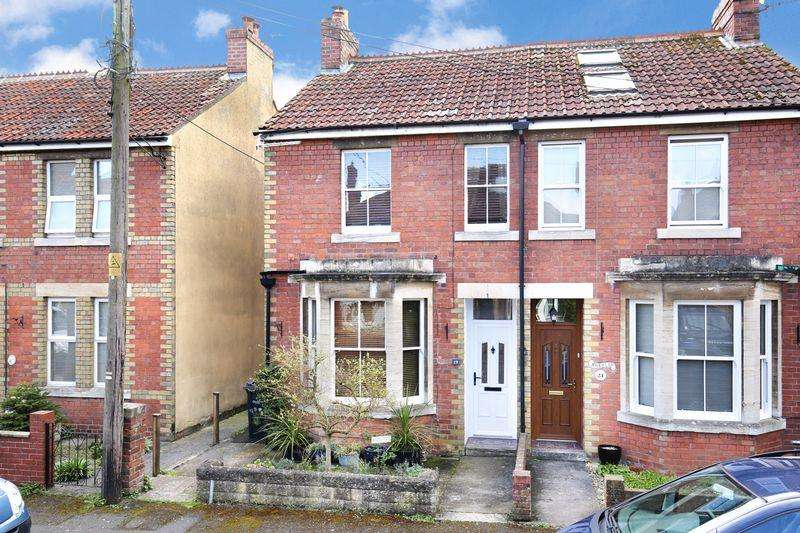 2 Bedrooms Semi Detached House for sale in Downhayes Road, Trowbridge