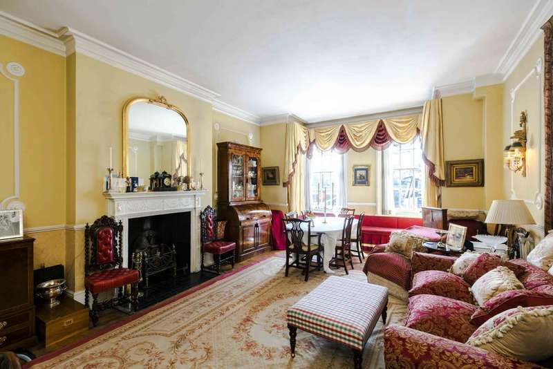 2 Bedrooms Ground Flat for sale in Chelsea Embankment, London. SW3
