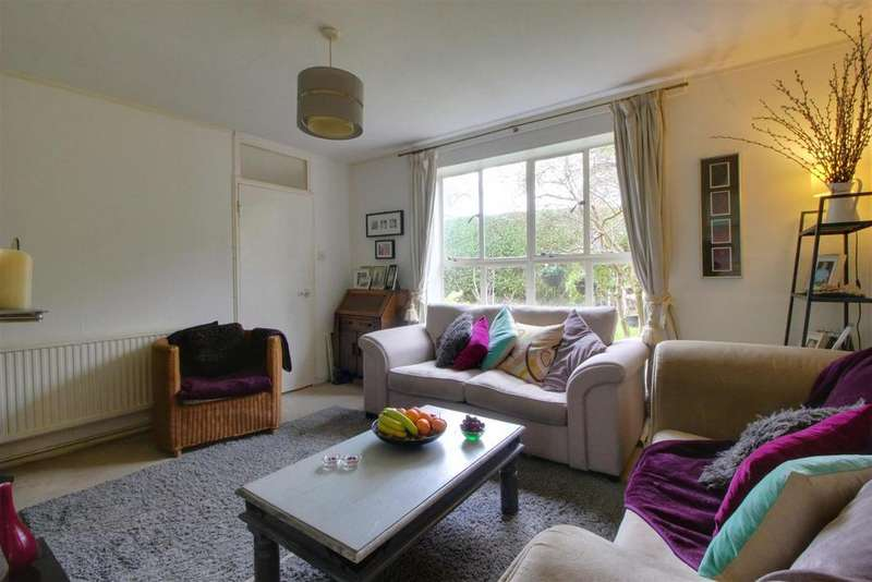 3 Bedrooms Semi Detached House for sale in Lindal Crescent, Enfield