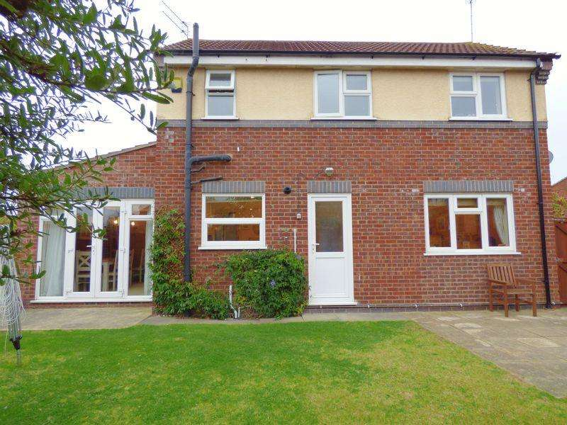 3 Bedrooms Semi Detached House for sale in Bloomfield Way Carlton Colville