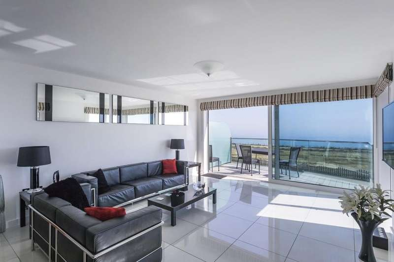 3 Bedrooms Apartment Flat for sale in Blue Bay, Bournemouth, Dorset