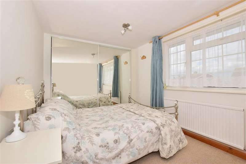 3 Bedrooms Semi Detached House for sale in Crosier Court, Upchurch, Kent