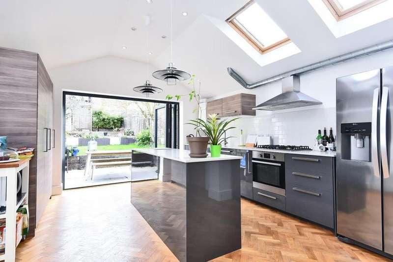 3 Bedrooms Terraced House for sale in Fallsbrook Road, Furzedown