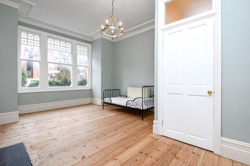 2 Bedrooms Ground Flat for sale in Stanthorpe Road, SW16