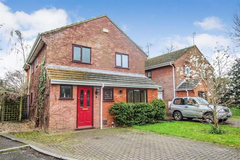 4 Bedrooms Detached House for sale in Bulbourne Court, Tring.
