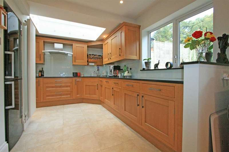 4 Bedrooms Semi Detached House for sale in Portland Road, Bromley, Kent