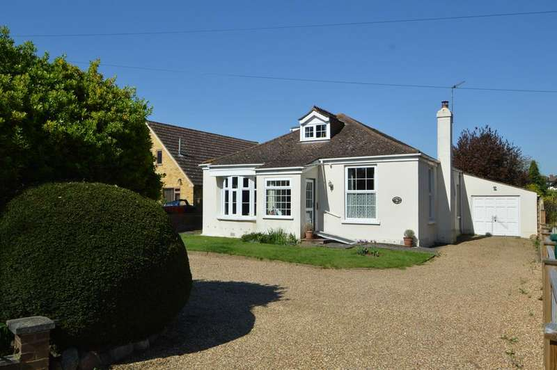 4 Bedrooms Detached Bungalow for sale in Fordbridge Road, Sunbury-on-Thames TW16