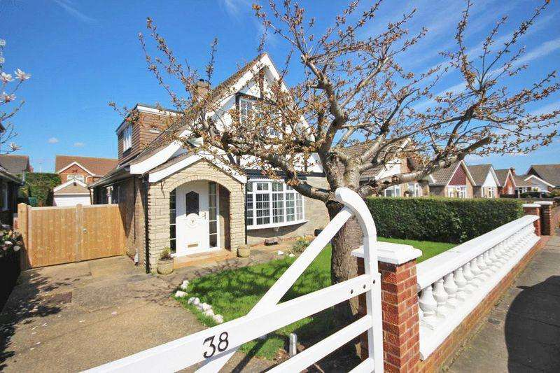 3 Bedrooms Detached House for sale in CUMBERLAND ROAD, CLEETHORPES