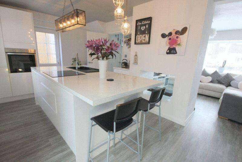 3 Bedrooms Link Detached House for sale in Grange Road, Stone
