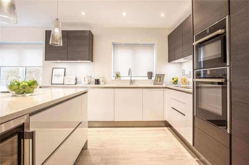 3 Bedrooms Flat for sale in Hamilton Place, Clarendon Way, Colchester, CO1
