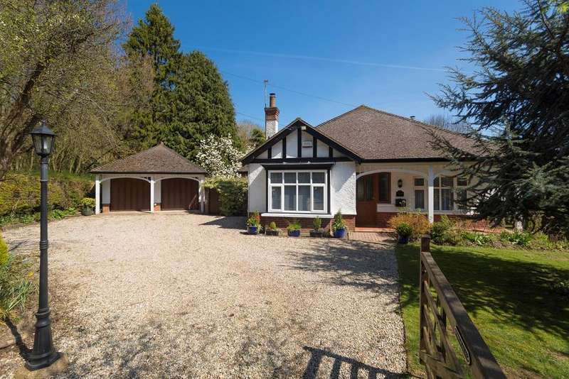 3 Bedrooms Detached Bungalow for sale in Canterbury Road, Hawkinge, Folkestone, CT18