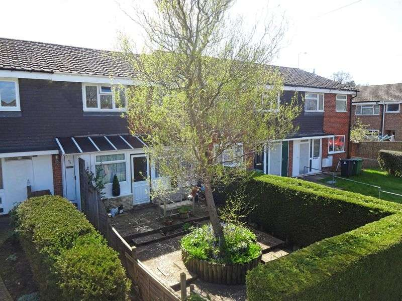 3 Bedrooms Property for sale in Larch Road, Headley Down