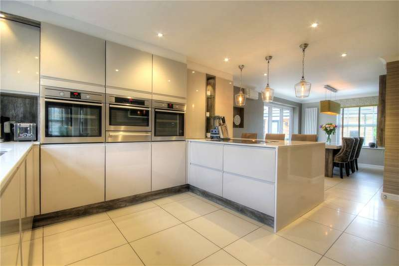 5 Bedrooms Detached House for sale in Hermitage Gardens, Chester le Street, County Durham, DH2