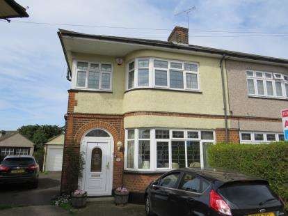 3 Bedrooms Semi Detached House for sale in Gidea Park, Romford, Essex