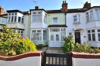 3 Bedrooms Terraced House for sale in Thorpe Bay, Essex